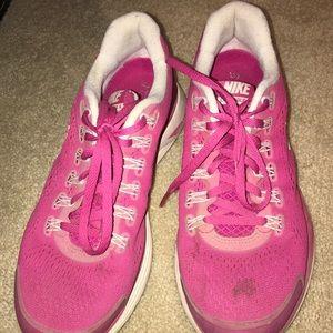 Pink lunarglide 4 Nike's